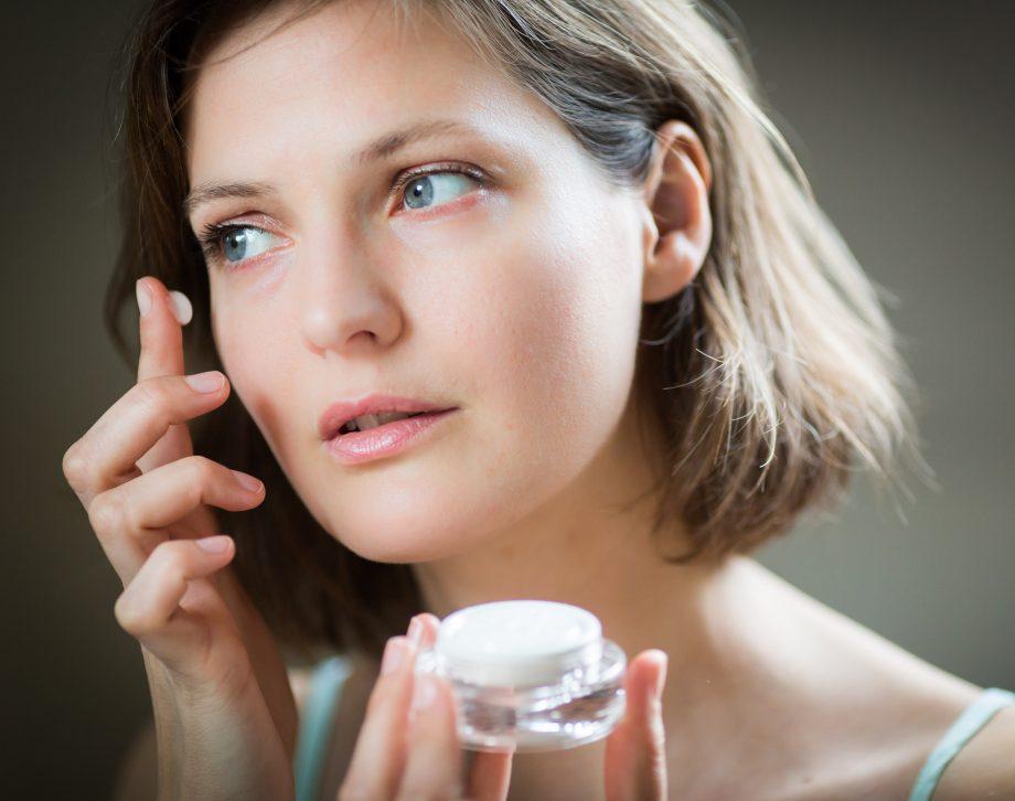 درمان لک صورت با پمادهای روشن کننده